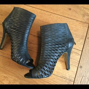 Black Leather Open Toe Booties Vince Camuto Sz 8.5